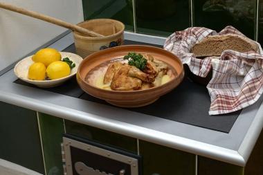 Kapaun mit Zitronensoße